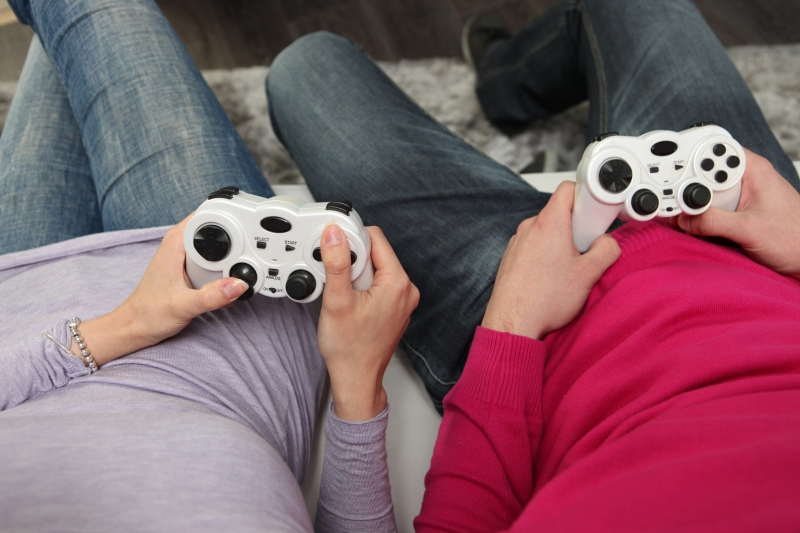 4101872-friends-playing-video-games (1)